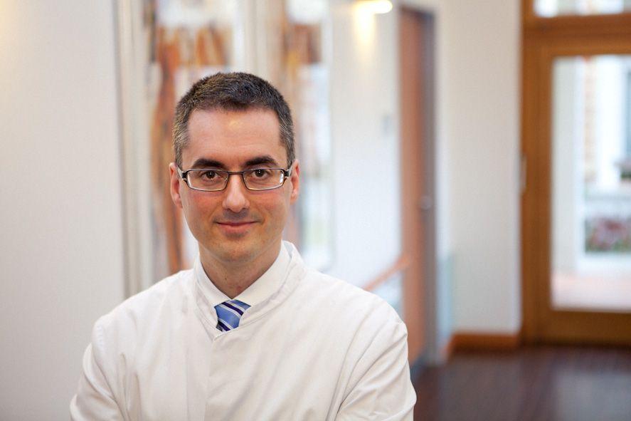 البروفيسور - الطبيب نيكتاريوس سينيس  - Sinis Klinik Berlin GmbH - خبير