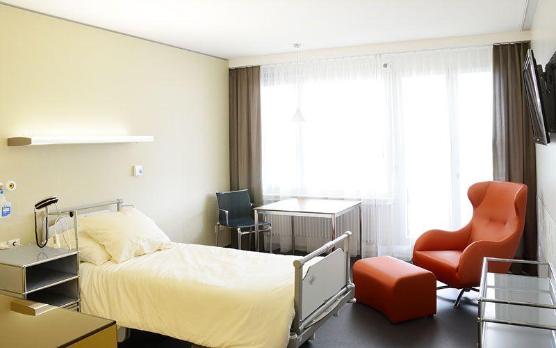Dr. - Attila Vásárhelyi - Specialty Practice for Orthopedic Surgery - patient room