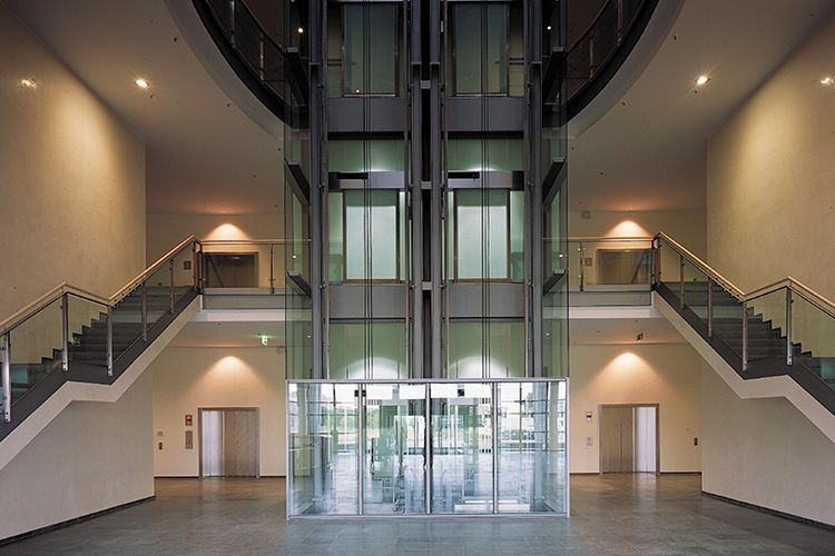 Professor - Amir Samii, M.D. - International Neuroscience Institute (INI) Hannover GmbH - interior view