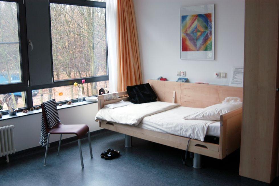 Prof. - Alexandra Philipsen - Universitätsklinikum Bonn -AöR - patient room