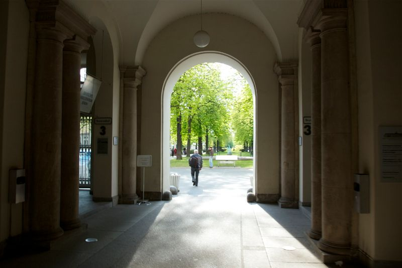 بروفيسور - بيتر فايكوتشي - مستشفى شاريتيه للطب الجامعي في برلين، مستشفى كامبوس فيرشوف - مدخل