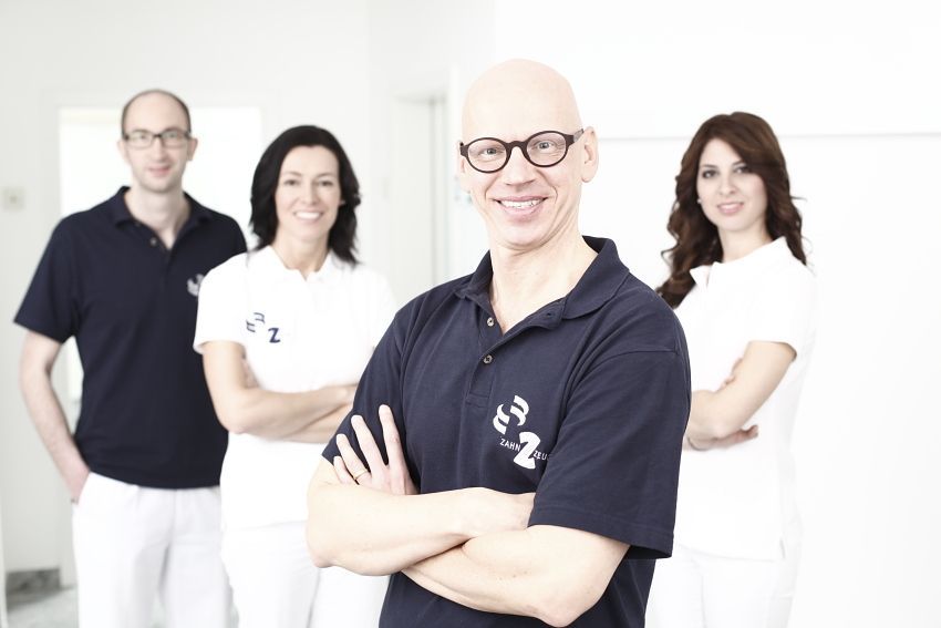 دكتور - روبيرت شنايدر   - العيادة الطبية المشتركة لأطباء الأسنان د. ر. شنايدر و د. ك. شنايدر