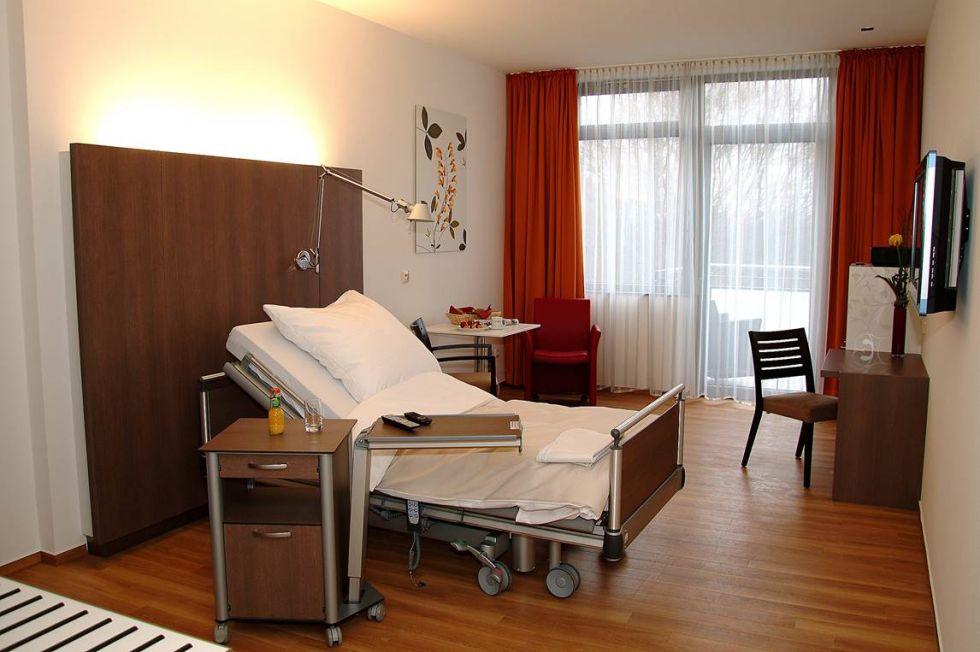 الاستاذ - فالديمار أوول - مستشفى