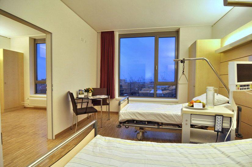 Prof. - Thorsten Gehrke - Helios ENDO-Clinic Hamburg - patient room