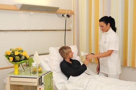 الاستاذ - هانز يواخيم شيفيرز - مستشفيات جامعة ولاية  سارلاند - غرفة طالب العلاج