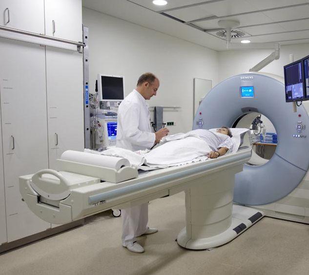 الاستاذ - توماس ج. فوجل - المستشفى الجامعي  يوهان فولفجانج جوته - الفحص العام