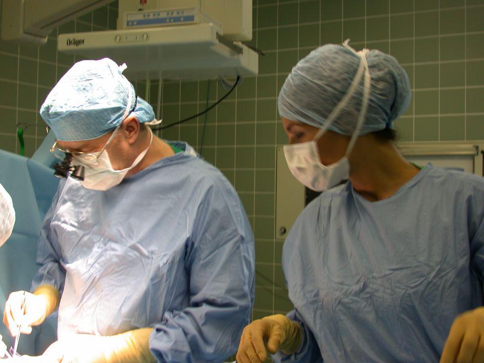 البروفيسور - توماس بويمرس - مستشفى مدينة كولون المحدودة المسؤولية - مستشفى الأطفال في أمستردامر  - العملية الجراحية