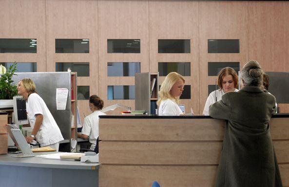 الاستاذ - هاينتز غونتر ياكوب - المستشفى الجامعي في مدينة إيسّن، مركز - مجال الاستقبال