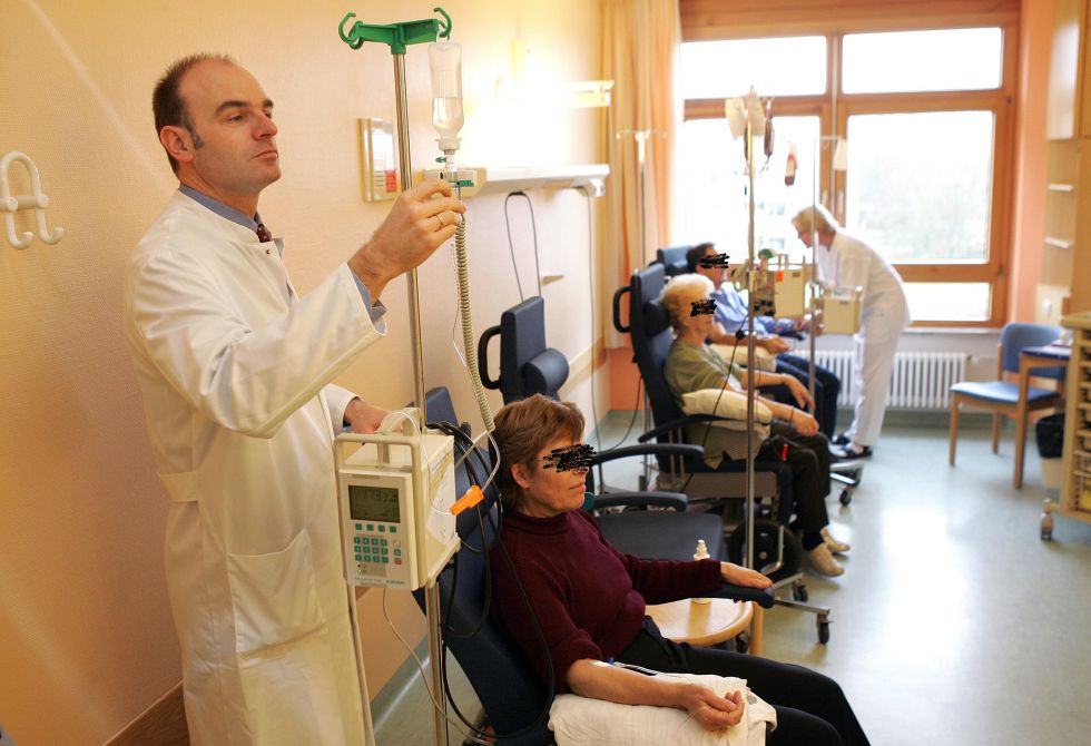 البروفيسور - أوفه مارتينس - مستشفيات SLKهايلبرون ش.م.م ـ مستشفى غيزوندبرونين، مركز الأورام هايلبرون ـ فرانكن - غرفة العلاج