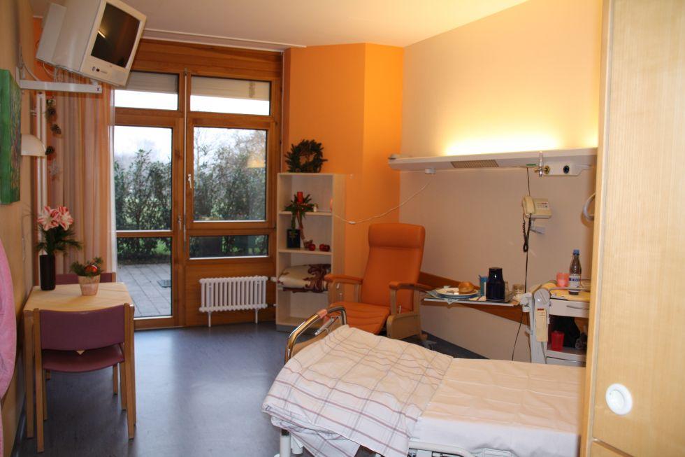 Prof. - Uwe Martens - SLK Kliniken Heilbronn GmbH – Klinikum am Gesundbrunnen Tumor Center Heilbronn-Franconia - patient room