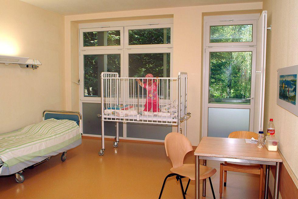 Prof. - Eckard H. Hamelmann - Protestant Hospital Bielefeld - patient room