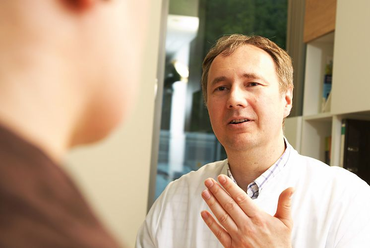 الأستاذ -  كريستيان   فايسنبيرغر - مركز العلاج الإشعاعي - خبير