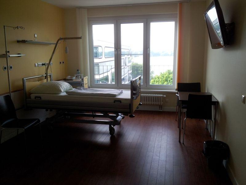 Prof. - Karl-Heinz Kuck - Asklepios Hospitals Hamburg LLC – Asklepios Hospital St. Georg - patient room