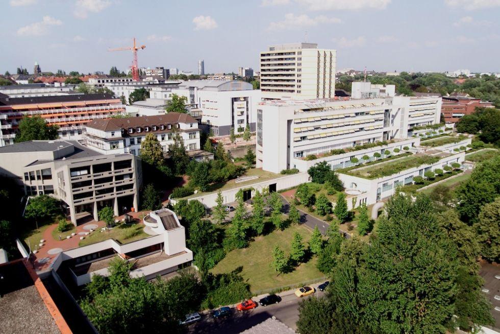 الاستاذ - غيدو غركن - المستشفى الجامعي بمدينة ايسن - أرضية المستشفى