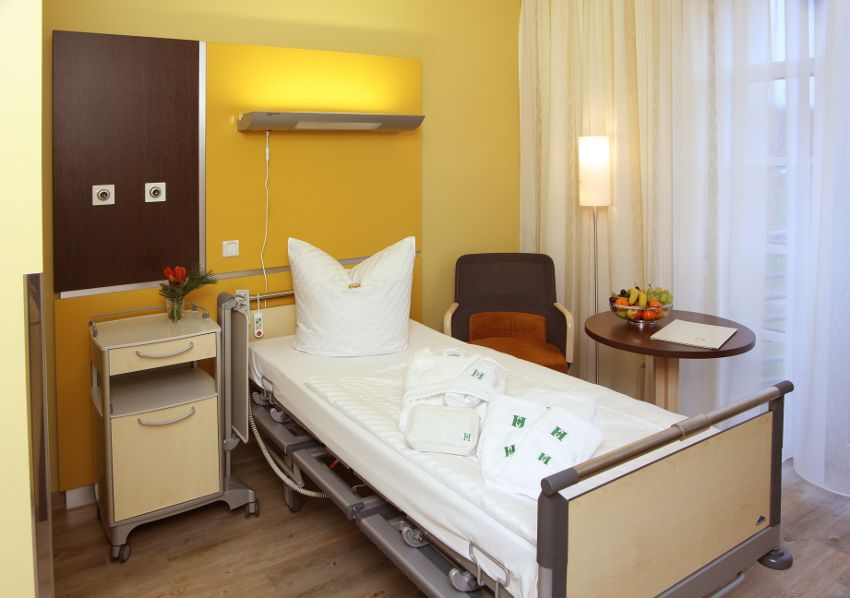 Center for Joint Medicine and Spine Surgery - HELIOS Hospital Emil von Behring LLC - patient room