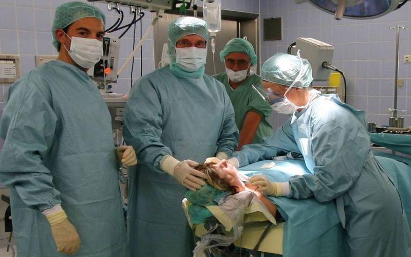 الاستاذ - هيلموت هـ. ليندورف - عيادة الأستاذ الدكتور ليندورف وشركاه  - العملية الجراحية