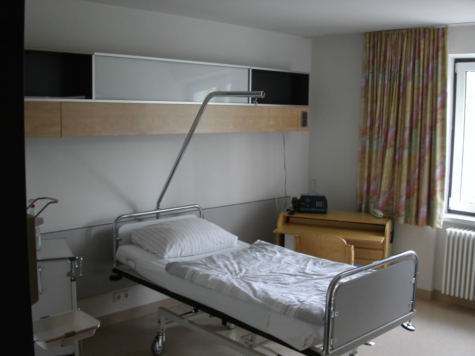 Prof. - Thomas P. Hüttl - Clinic for Surgery Munich-Bogenhausen GmbH - patient room
