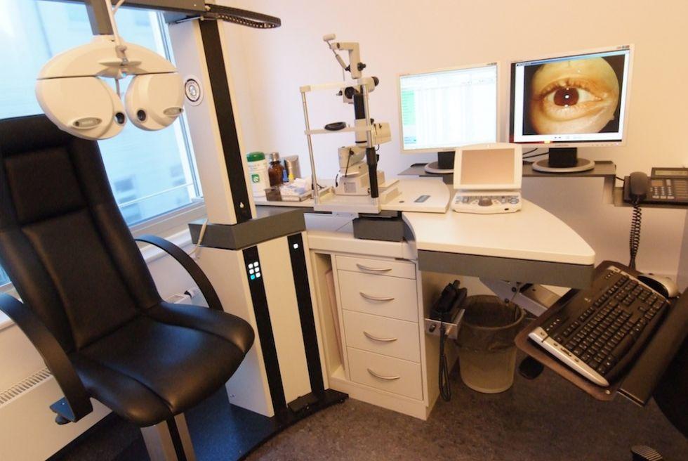 دكتور - دييغو أورتويتا، زمالة المجلس الأوروبي لطب العيون - مركز أورليوس للعيون في ريكلينج هاوزن - غرفة العلاج