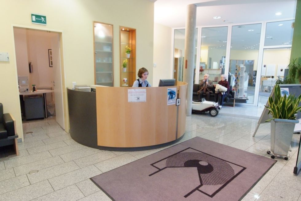 Dr. - Diego de Ortueta, FEBO - AURELIOS EYE CENTER Recklinghausen - reception area