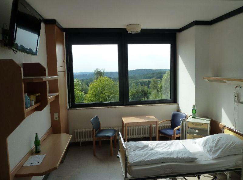 Prof. - Lutz Freitag - Ruhrlandklinik - patient room
