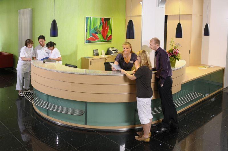 بروفيسور - يورغن هازه - مركز فرانكفورت لطب القلب بمستشفى الصليب الأحمر - مجال الاستقبال