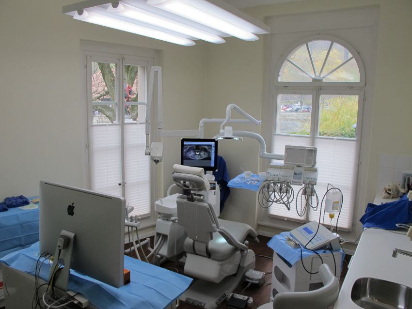 Dr. - Juergen Weber Branca - Implant Center Bern IZB - treatment room