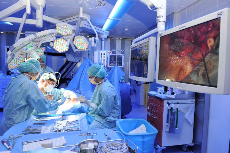 الأستاذ - ماركو دومينيكو كافيرزاتشيو - مستشفيات انزيل بيتال في بيرن - العملية الجراحية