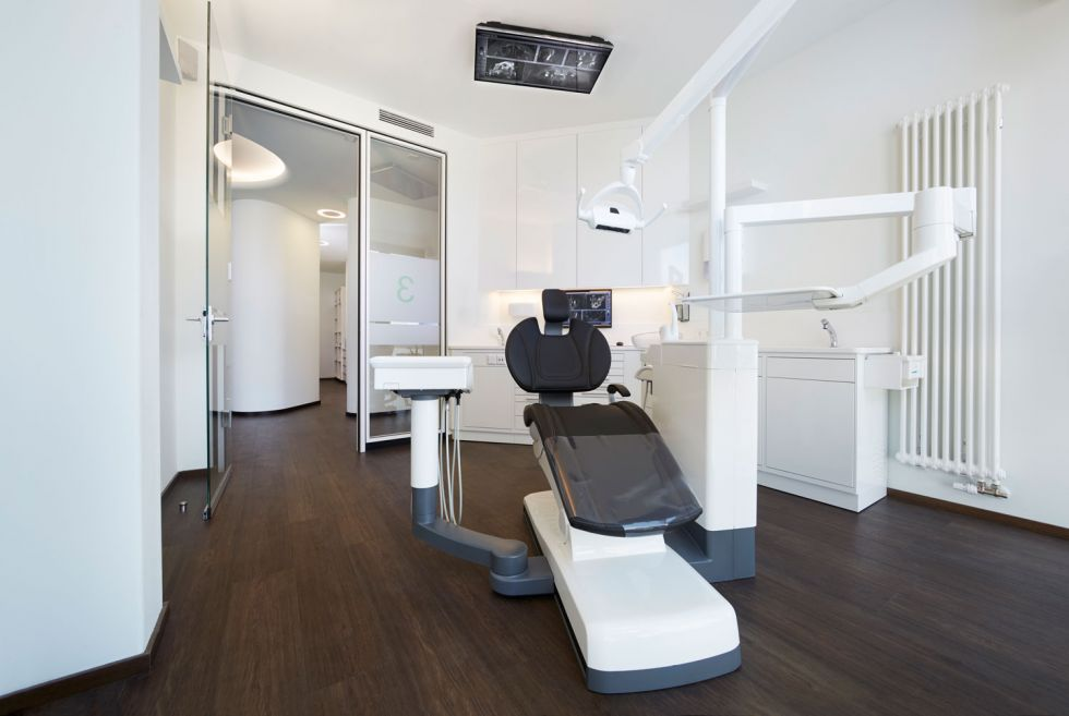 Dr. - Thorsten Wilde - Dental Implantology Centre