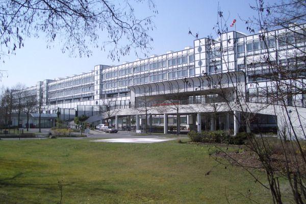 البروفيسور - أندرياس يوديك - مستشفى فيفانتس في نويكولن