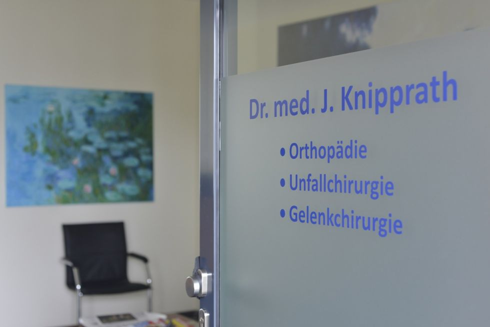 Dr - Johannes Knipprath - Centre for Joint Replacement at the Avicenna Clinic, Berlin