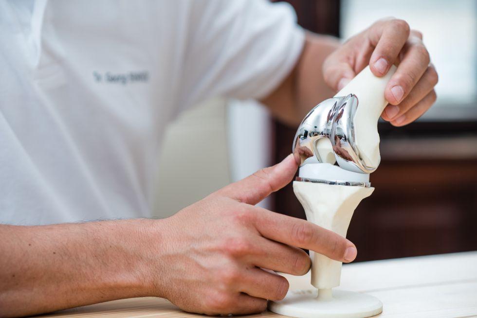 Dr. - Georg Brandl - Dr. Georg Brandl – Specialist in Orthopedics