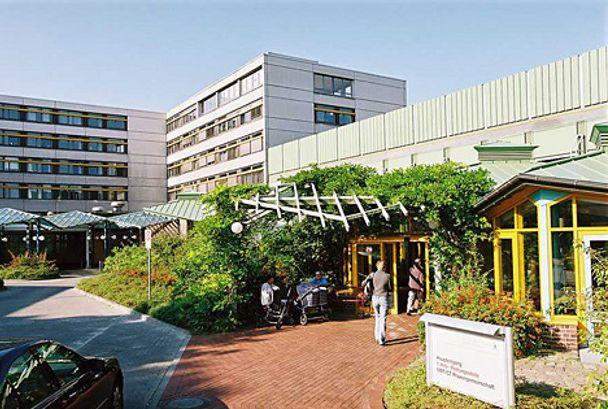 Dr. - Martina Dombrowski - Wald Lutheran Hospital, Spandau – Breast Center