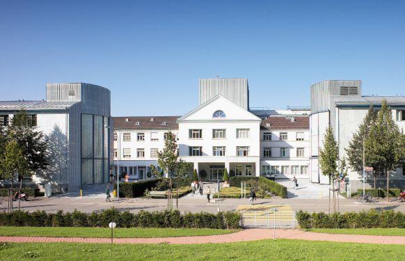البروفيسور - رالف فيرنر باومغارتنر - مستشفى هيرسلاندن - المنظر الخارجي