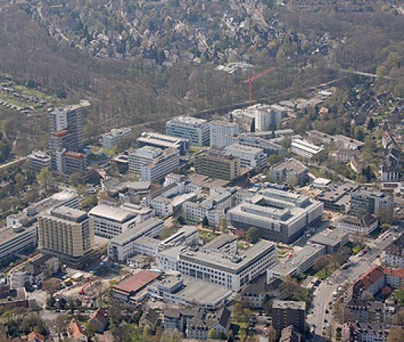 الأستاذ - هوبيرت روبين - مستشفى الجامعة في مدينة ايسين - أرضية المستشفى