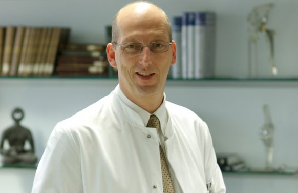 البروفيسور - كارل-ديتر  هيللر - مستشفى الدوقة إليزابيث - خبير