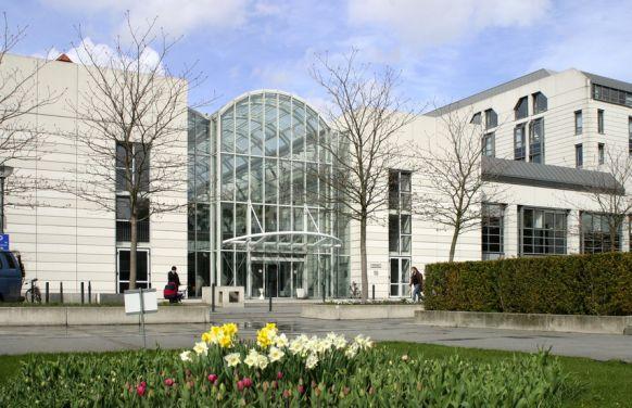Prof. - Markus Scheibel - شارتيه – المستشفى الجامعي برلين