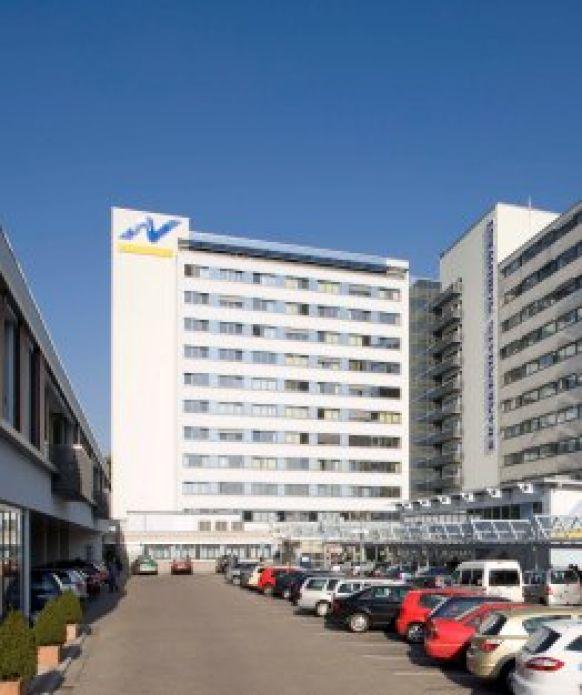 """الأستاذ - ادوارد ف. بيشت - مستشفى """"نورد فيست"""" للتعليم الأكاديمي في جامعة يوهان فولفغانغ غوته (فرانكفورت) - المنظر الخارجي"""
