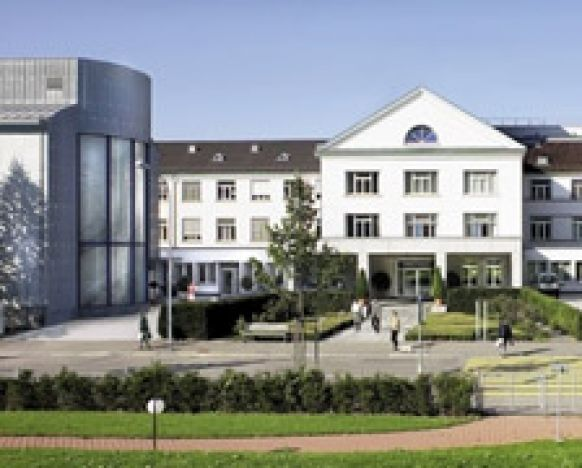 الاستاذ - هاردي شوماخر - مستشفى هيرزلاندن زيوريخ - المنظر الخارجي
