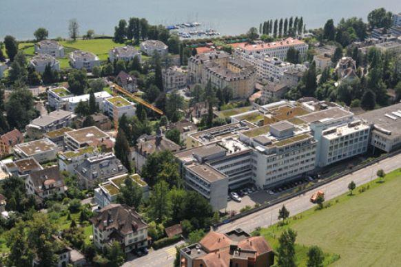 البروفيسور - مارتين  شيلينغ - مستشفى القديسة حنا (سانكت آنا) - أرضية المستشفى