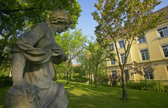 البروفيسور - ر. فيندهاجر - عيادة رودولفينرهاوس الخاصة ش. م. م., العيادة الخارجية - اليومية