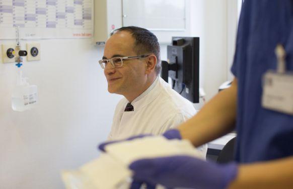 البروفيسور - السيد هوفمان - مستشفى جراحة الأوعية والأوردة