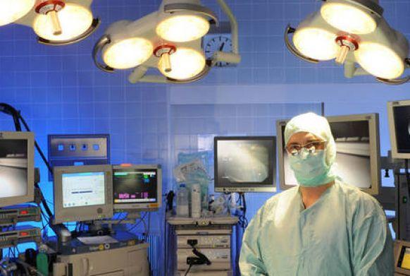 الدكتورالطبيب - إيريش هيكير - المستشفى الإفنجيلي هيرنا