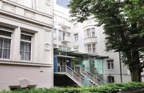 الدكتورة الطبيبة - ميشائيل هيلا - مستشفى أرتميد التخصصية بموينخ
