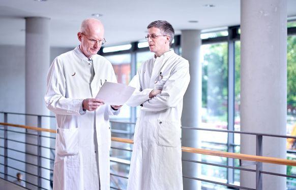 البروفيسور - فيرديناند كوكرلينج - مستشفيات فيفانتيس في شبانداو